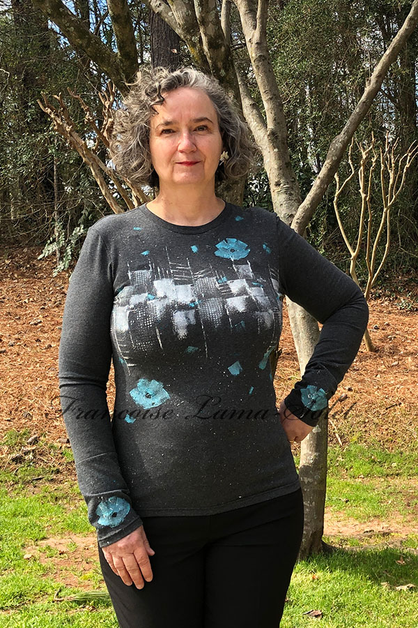 Ladies artsy charcoal gray long sleeve t-shirt handmade with cotton jersey and hand painted with city skyline and blue poppies – Winter Poppies