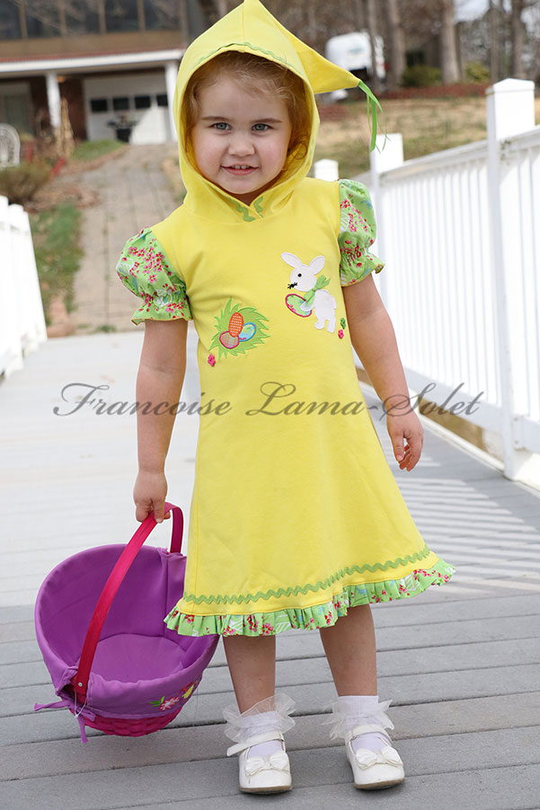 Girl's hoodie knit dress with short puff sleeves handmade with yellow cotton jersey and applique with a bunny – Easter Bunny