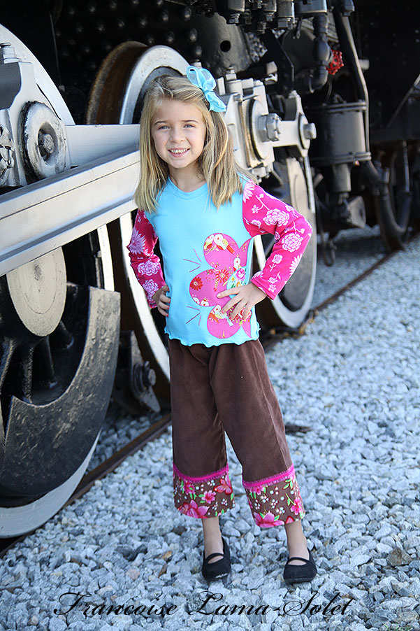 Girl's long sleeve turquoise t-shirt applique with a flower and brown pink corduroy pants Voyage Molly